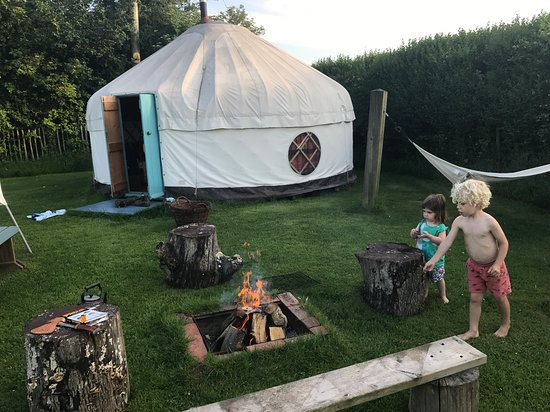 Newton Poppleford, UK: Fun by the fire pit