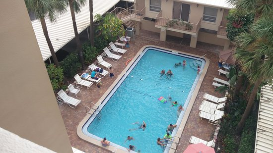 Madeira Vista Condominiums: Outdoor Pool