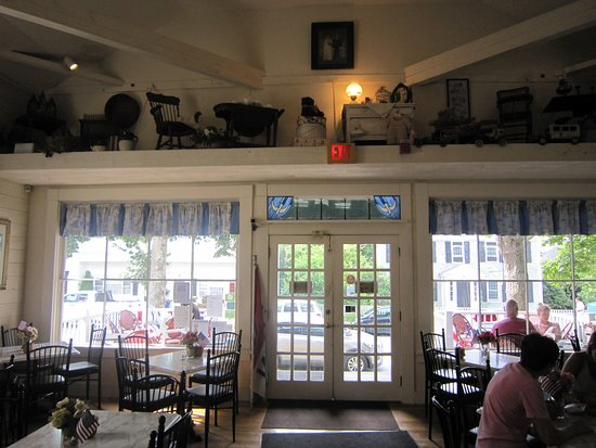 Beth's Bakery & Cafe: Front entrance & decor