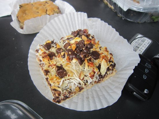 Beth's Bakery & Cafe: Magic bar