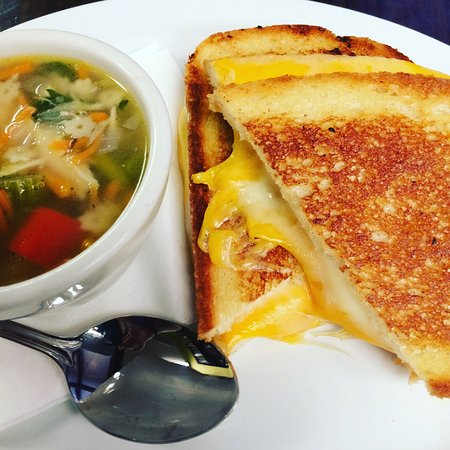 Trenton, Gürcistan: Grown-Up Grilled Cheese and cup of soup
