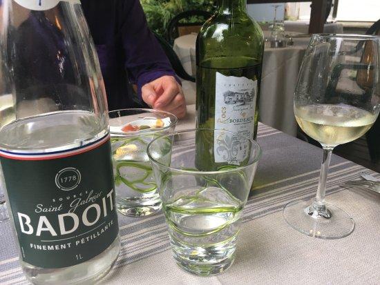 La Reole, ฝรั่งเศส: Notre vin et eau pétillante