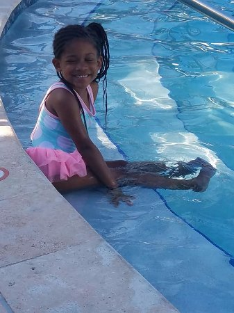 The Ritz-Carlton, San Juan: Justice enjoying the pool