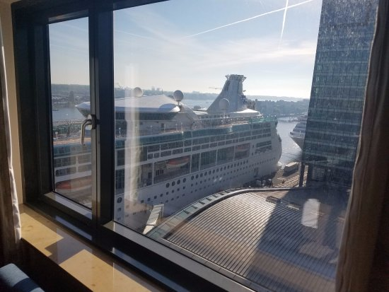 View Of Our Cruise Ship From Our Hotel Window Foto Van Mövenpick