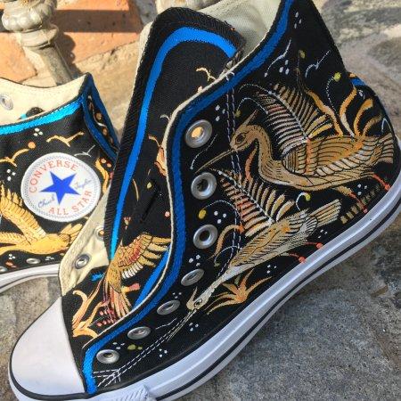 San Pedro Cholula, Meksiko: Converse pintadas a mano por ceramistas mexicanos