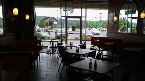 Etters, PA: Lovely Mountain View For Your Dining Pleasure!
