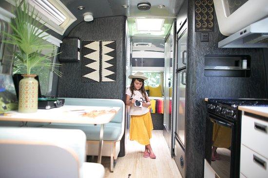 Ojai, Калифорния: Interior view of Perla, a family friendly Caravan