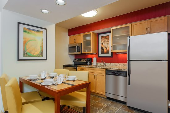 Richmond Heights, MO: Studio Suite - Kitchen