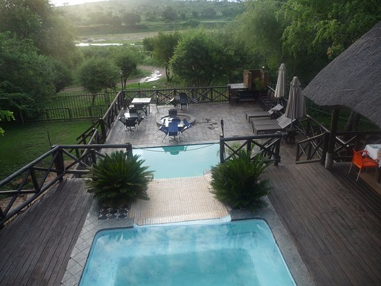 Crocodile Kruger Safari Lodge: view from upstairs bar / relax area