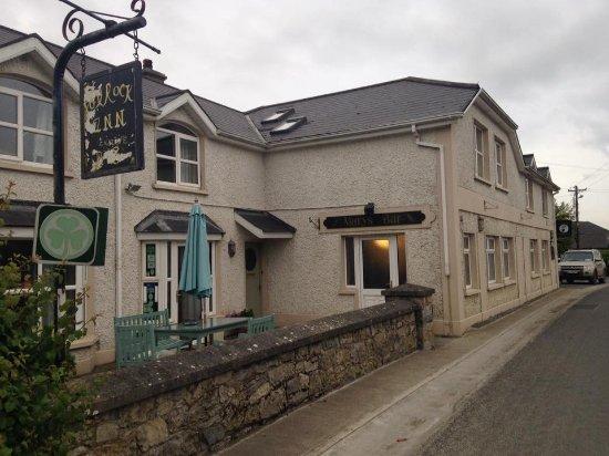 Ballacolla, Irland: The pub right next door