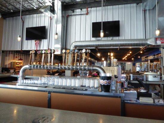 Rio Bravo Brewing Company: Big place...