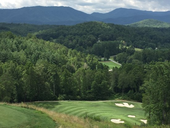 Whittier, Carolina del Norte: Hole No. 15 from a very elevated tee - we had a birdie on this one!
