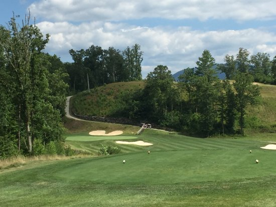 Whittier, Carolina del Norte: Hole No. 18 with a dogleg left