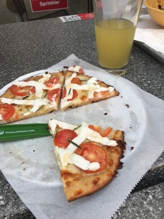The Couch Tomato Cafe' & Bistro: Gluten free pizza and pineapple cider