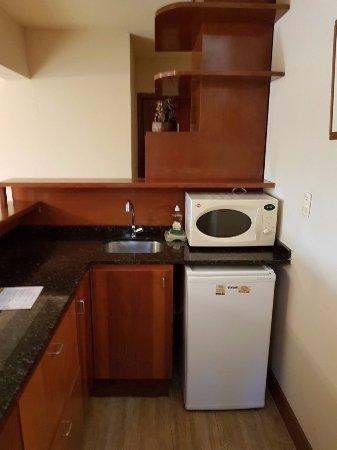 Aparthotel Andares del Agua: Área de cocina del departamento