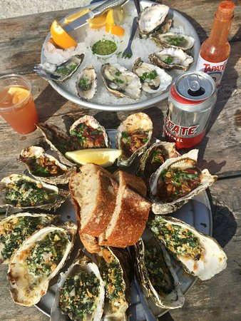 Marshall, Califórnia: Raw oysters, Rockefeller, and the great Kilpatrick with Bacon & Worcestershire