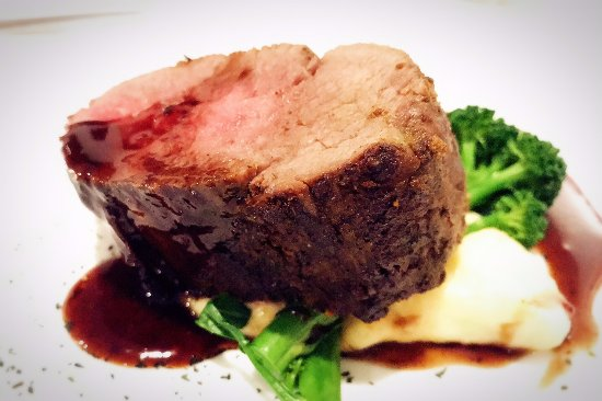 Trackers Mountain Lodge: redwine glazed eye fillet
