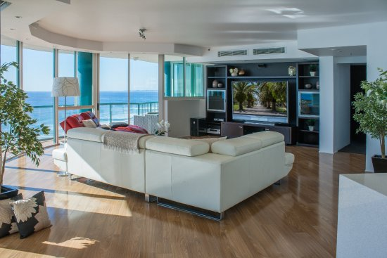 Waterford on Main Beach : Luxury 3 bedroom penthouse