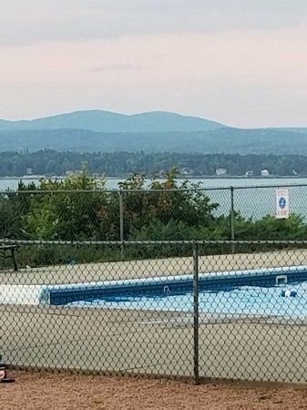 Bar Harbor Campground: Heated pool with a view!