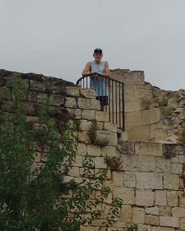 Rauzan, France: Viewing spot at the top of the outer wall.