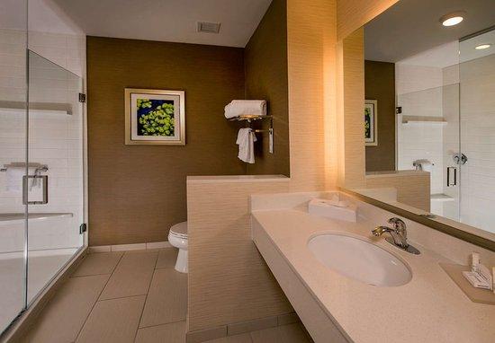 Ashland, VA: Guest Room Bathroom