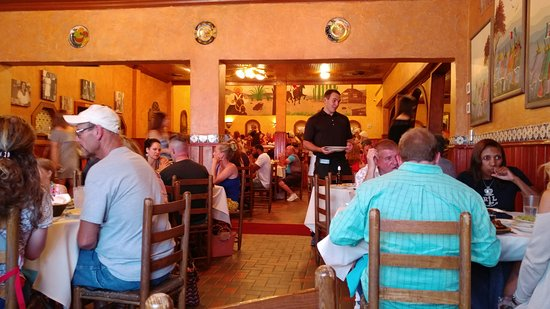 Joe T Garcia's Mexican Restaurant: Part of the dinning room. We are in the corner.