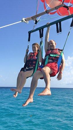 Hotel Riu Yucatan: Parasailing