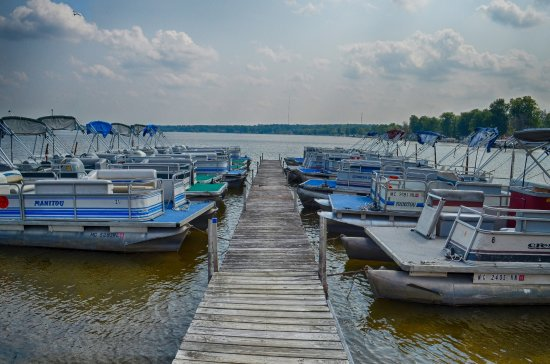 โฮตันเลค, มิชิแกน: Over 25 pontoons in the Heights Marina rental fleet