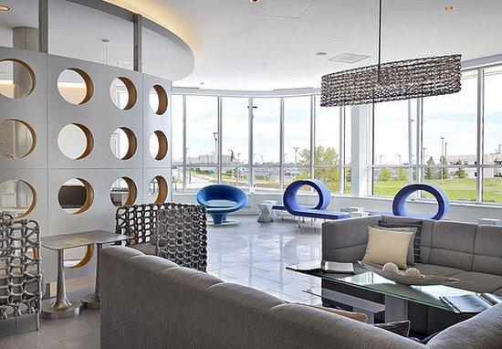 Nisku, Canadá: Lobby - Sitting Area