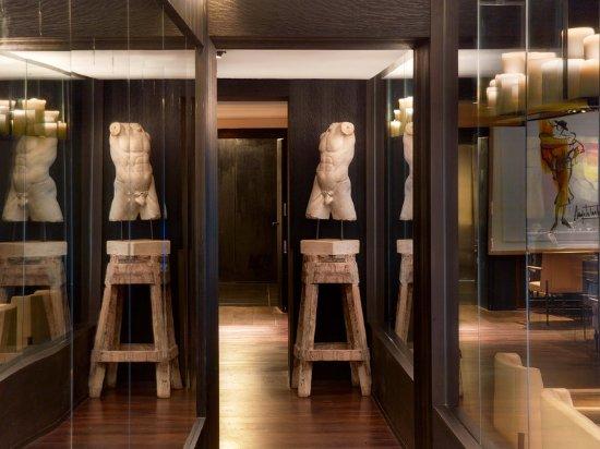 Le Metropolitan, a Tribute Portfolio Hotel: Restaurant Corridor Detail