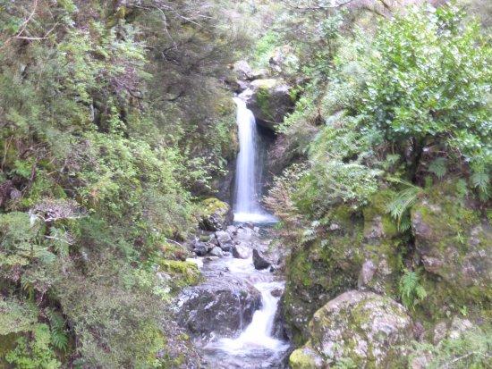 Arthur's Pass National Park, New Zealand: smal waterfall