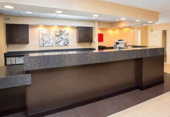 Residence Inn Rockford: Front Desk