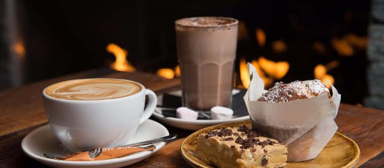 Silverdale, Nowa Zelandia: Warm up with a hot drink whilst watching the action out on the slopes