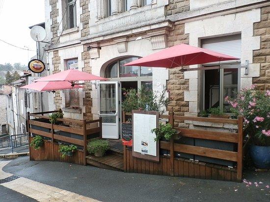 Nontron, Prancis: Restaurant un peu en contre-bas de la grande place de la mairie