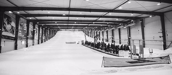 Silverdale, Nova Zelândia: Snowplanet's indoor ski slope is 200m long and 40m wide