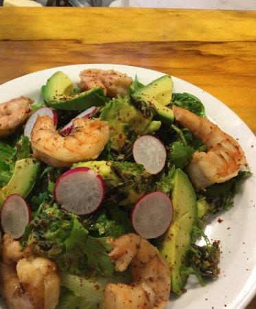 Φόρεστβιλ, Καλιφόρνια: Chipotle prawns and avocado salad