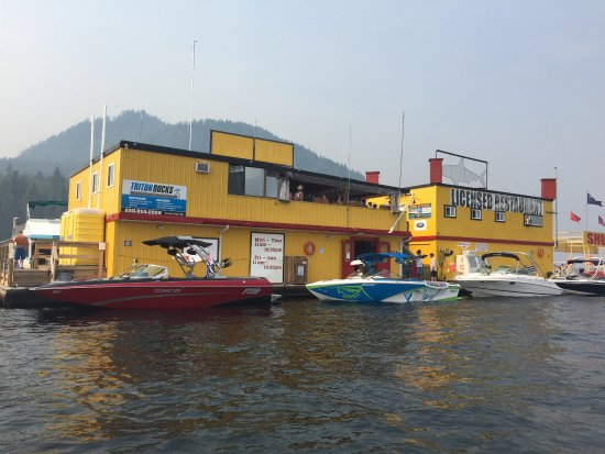 Sicamous, Kanada: View of the Shark Shack from the water.