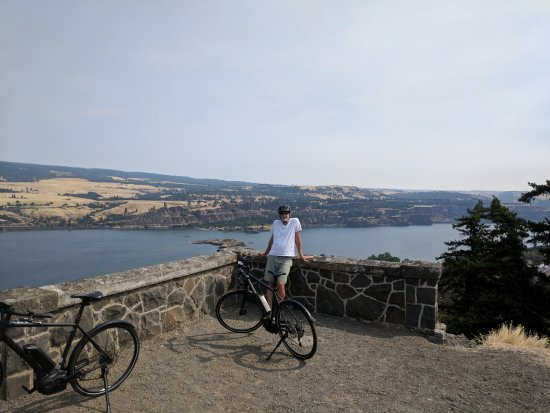 Mosier, OR: Viewpoint along the way.