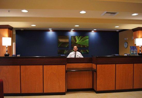 Δυτική Covina, Καλιφόρνια: Front Desk