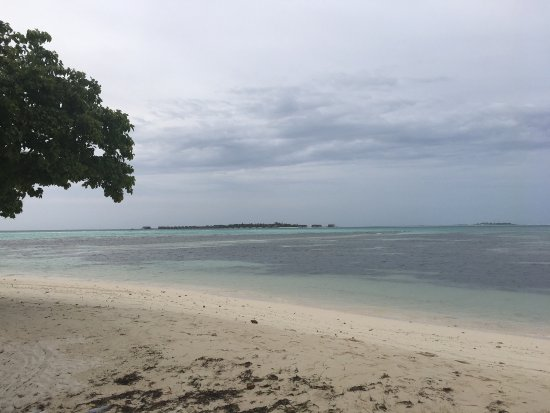 Guraidhoo: This place is ideal to spend quality time peacefully with little or no disturbances. Not a typic