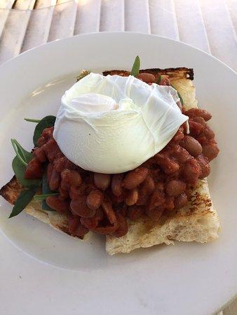 Coolum Beach, Australia: beans on toast