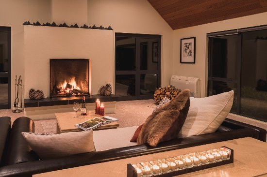 Azur: Relaxing ambience in the main lodge