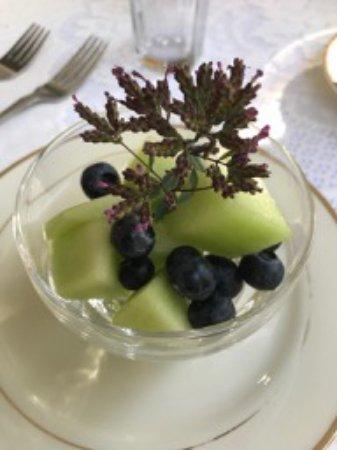 Yosemite Rose Bed & Breakfast: Amazing breakfast ... the starter