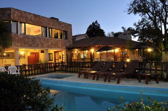Madeo Hotel & Spa: Vista de piscina, galería y hotel en general