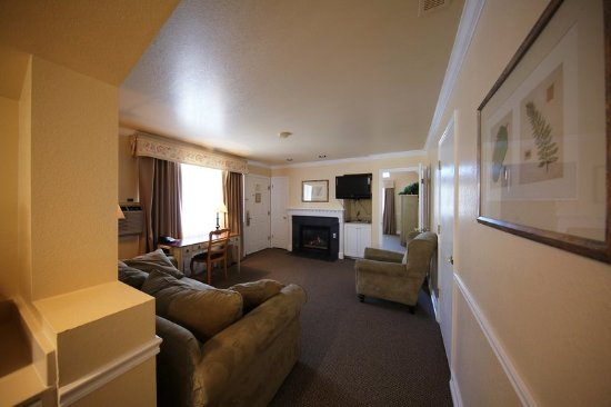Midway, UT: Web Small King Suite Living Area