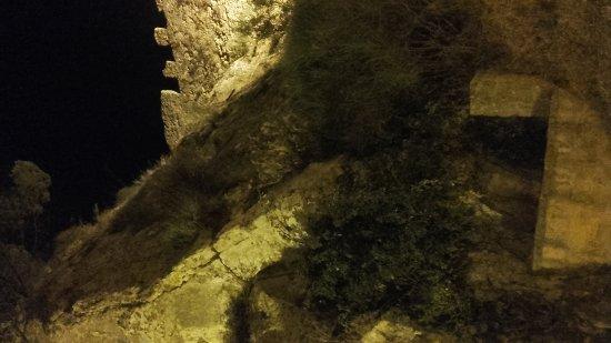 Castello di Nicosia: 20170810_213602_large.jpg