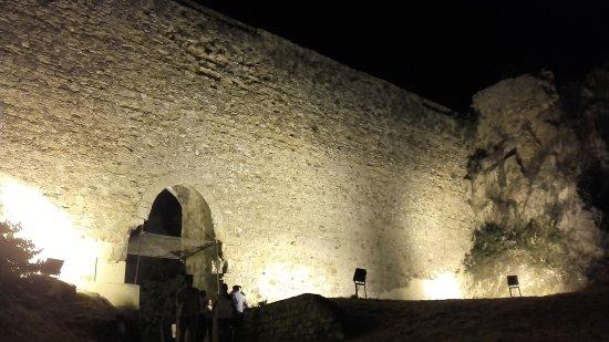 Castello di Nicosia: 20170810_212658_large.jpg