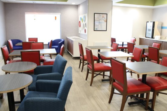 Bartow, FL: Colorful and Comfortable seating in our Great Room