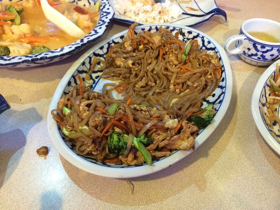 Keremeos, Canadá: Pad Thai with chicken (noodle dish)