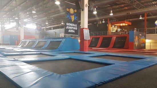 iJUMP trampoline arena